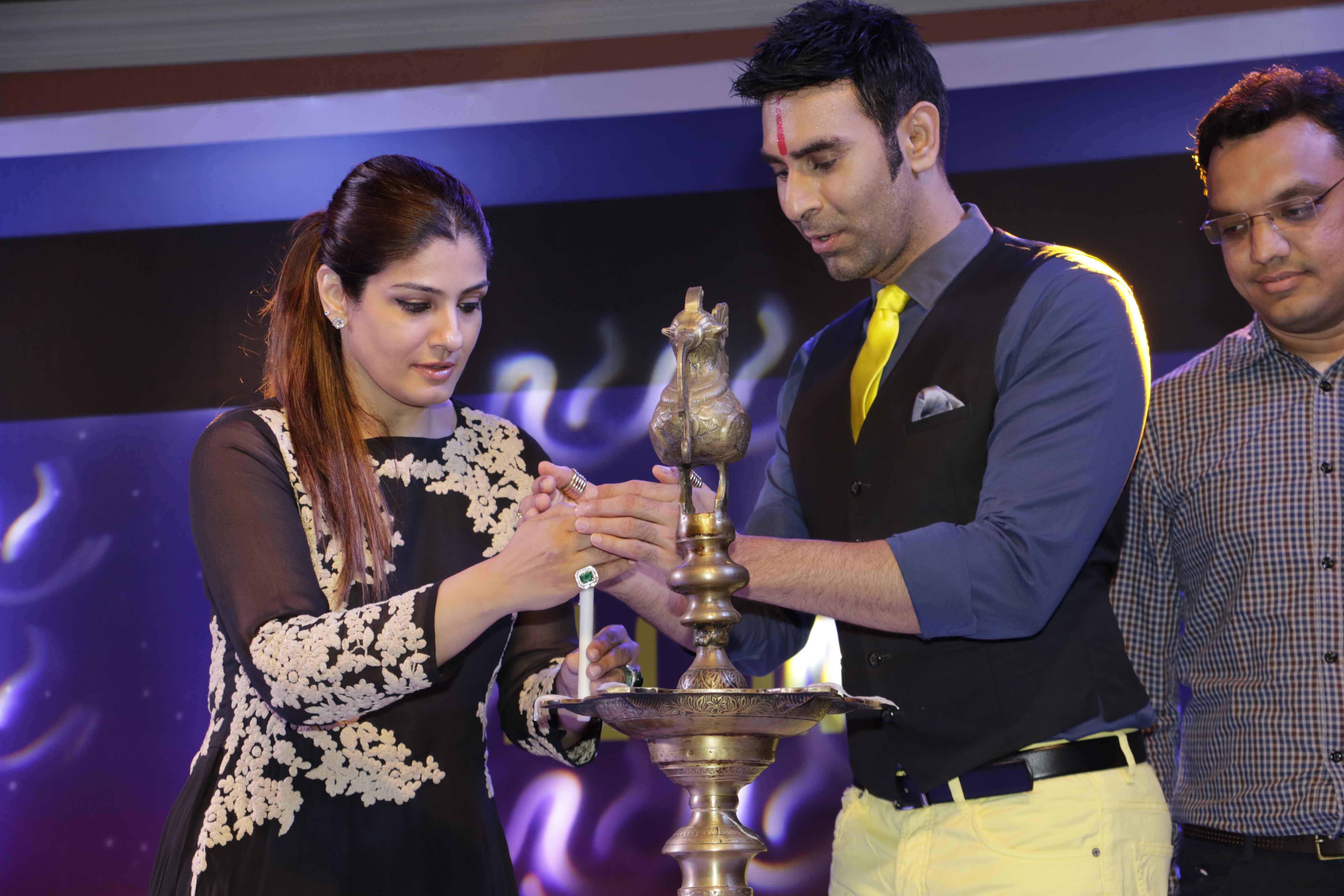 Raveena Tandon Sandip Soparrkar lighting up1