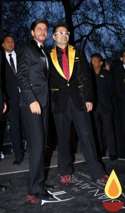 Shah Rukh Khan with Paul Sagoo, Founder Asian Awards_1