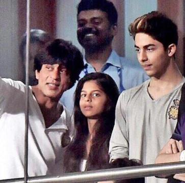 Shah Rukh, Suhana and Aryan
