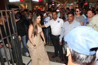 Sunny Leone at Korum Mall (3)