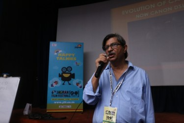 Mr. Krishhna Murthy at a worshop on still photography at the 6th Jagran Film Festival