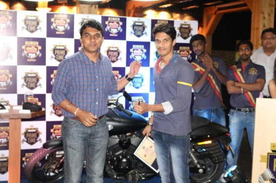 Naveen H, CEO, Timezone Pvt Ltd awarding Harley Watch to the runner up