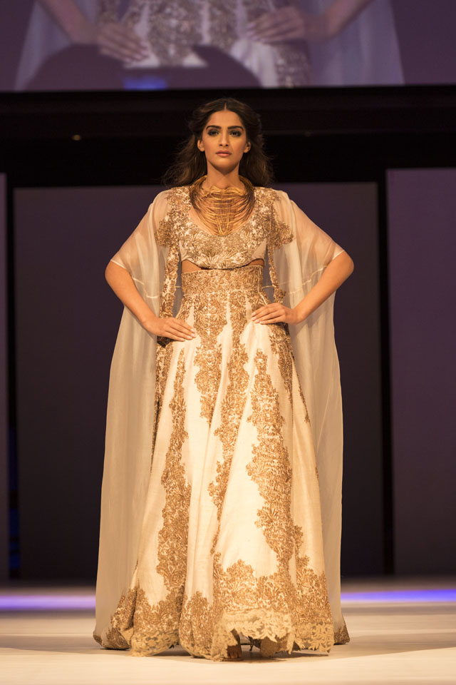 Sonan Kapoor is the show stopper for Anamika Khanna and Gaurav Gupta at IFFM 2015