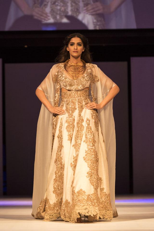 Sonan Kapoor is the show stopper for Anamika Khanna and Gaurav Gupta at IFFM 2015