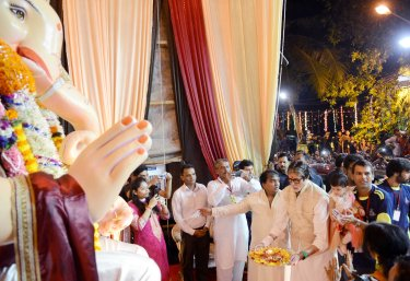 Mr Amitabh Bachchan during the aarti