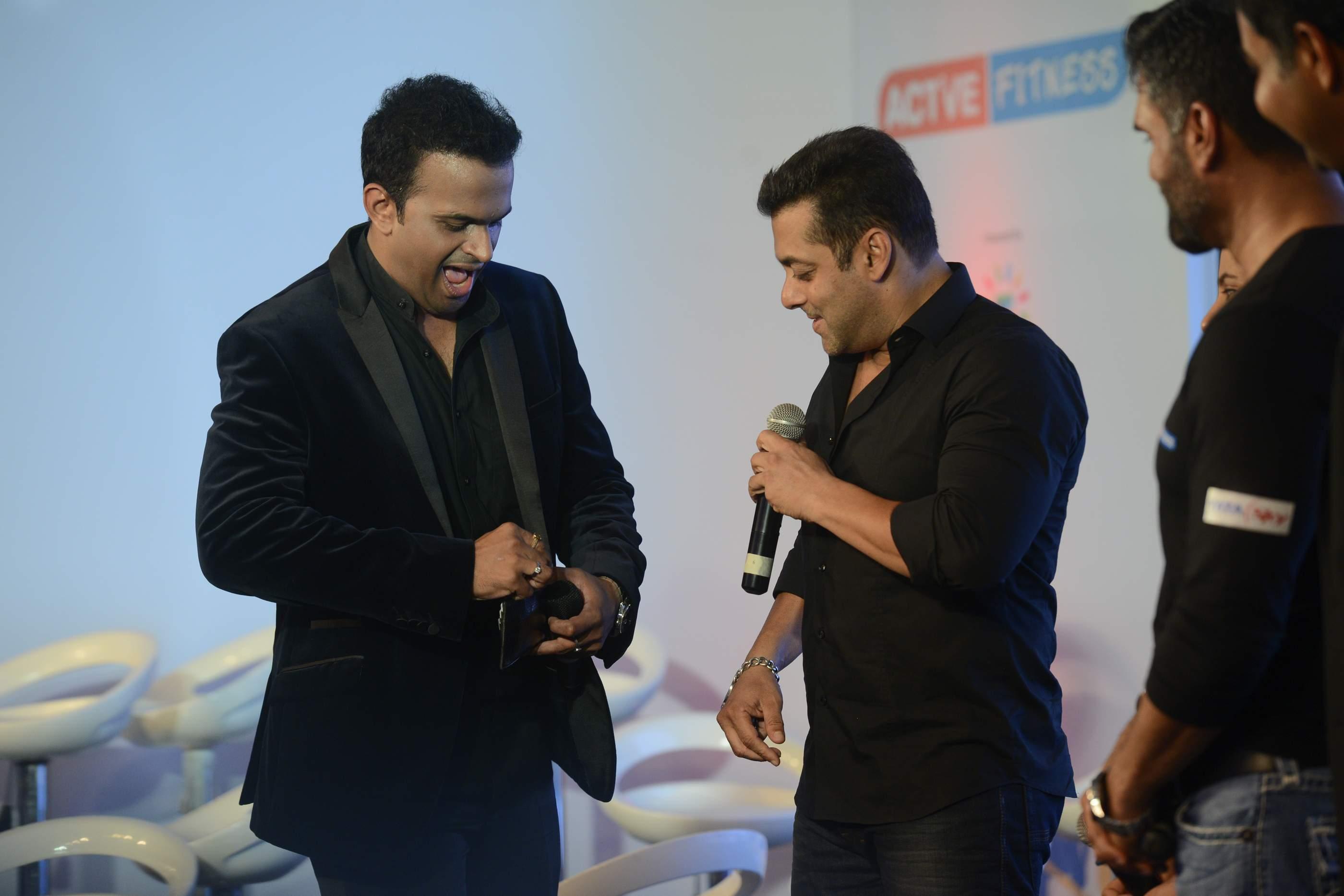 Siddharth Kannan and Salman Khan (2)