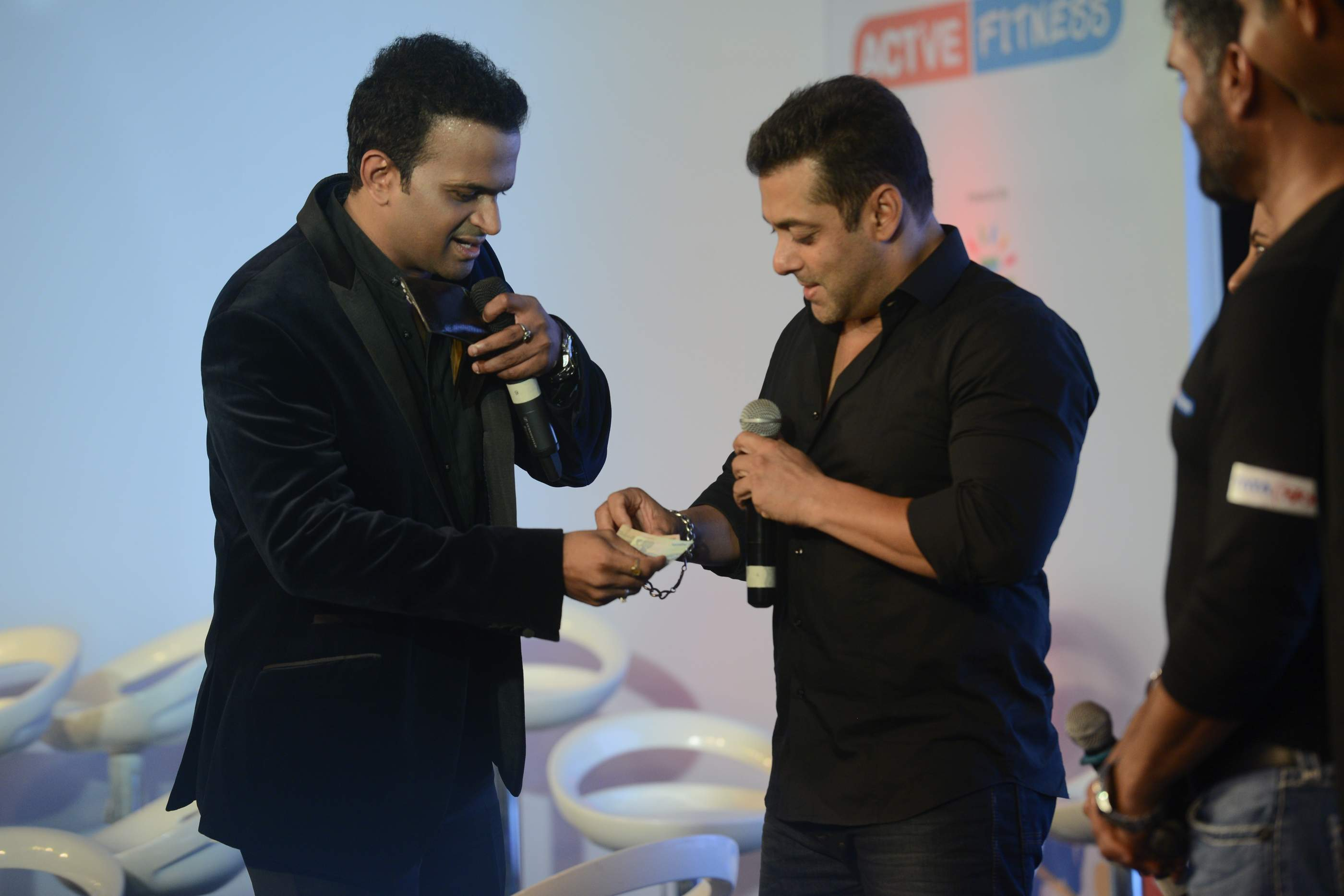 Siddharth Kannan and Salman Khan (3)