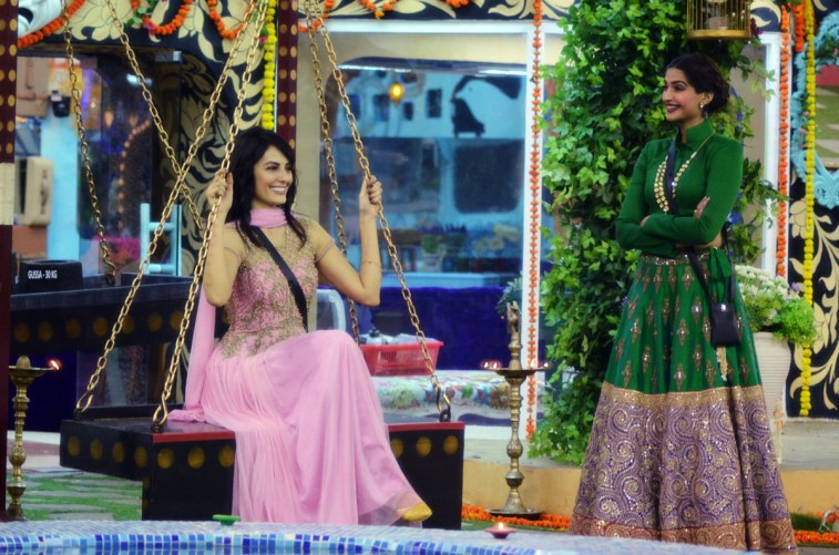 Mandana Karimi with guest Sonam Kapoor on Bigg Boss. (Image Courtesy - Colors.)
