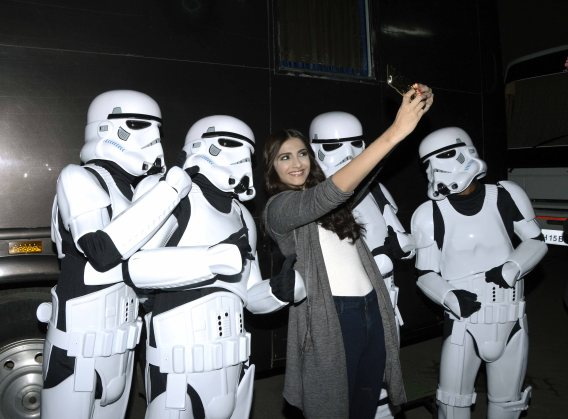 Sonam Kapoor with Stormtroopers (1)