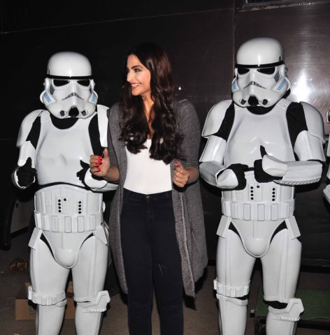 Sonam Kapoor with Stormtroopers (3)