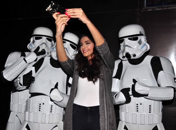 Sonam Kapoor with Stormtroopers (4)