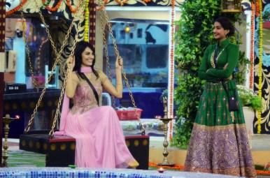 Mandana Karimi with guest Sonam Kapoor on Bigg Boss. (Image Courtesy - Colors.)