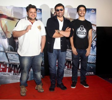 Rishab Arora, Sunny Deol and Shivam Patil interact with the media (1)