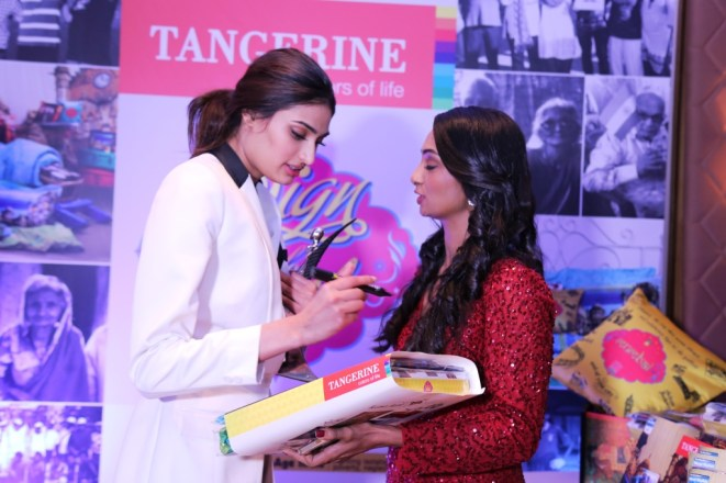 Athiya Shetty signs for a CSR initative by Tangerine to donate bedsheets to oldage homes