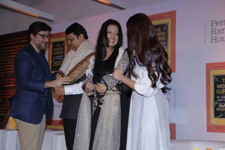 sonali goldie behl CM Devendra Fadnavis Amruta Fadnavis