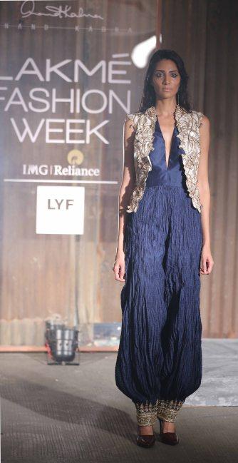 Model walks for Anand Kabra at LFW SR 16