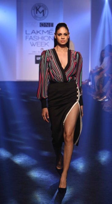 Model walks for Karn Malhotra at LFW SR 16