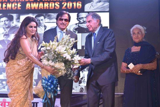 Poonam Jhawer, Sanjay khan, Ratan Tata With Kamini Kaushal