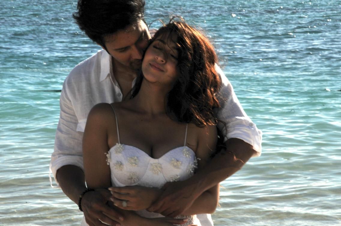 Rajneish Duggal-Sonarika Bhadoria in SAANSEIN -THE LAST BREATH