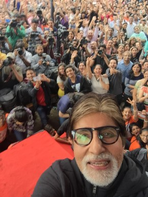 Amitabh Bachchan takes selfie with students
