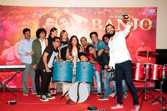 Riteish takes a selfie with the cast and crew of Banjo
