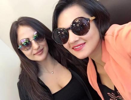 Shweta Rohira & Elli Avram (3)