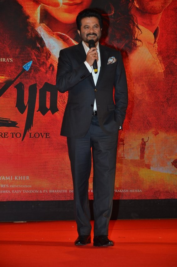 anil-kapoor-on-stage-at-mirzya-music-launch