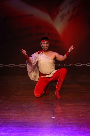 sandip-soparrkar-performing-at-ncpa
