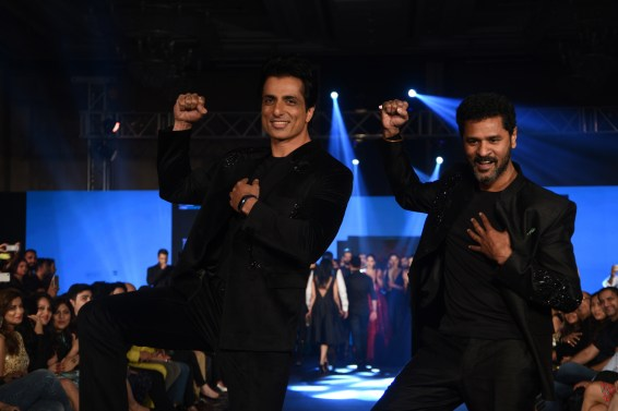sonu-sood-and-prabhudeva-for-designer-rajat-tangri-tech-fashion-tour-2016