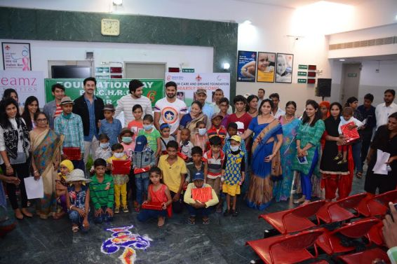 actors-with-mahavir-cancer-hospital-staff-and-children