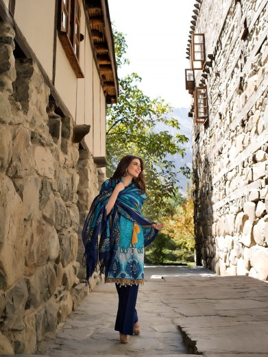 lakhany-silk-mills-winter-shawl-collection-15