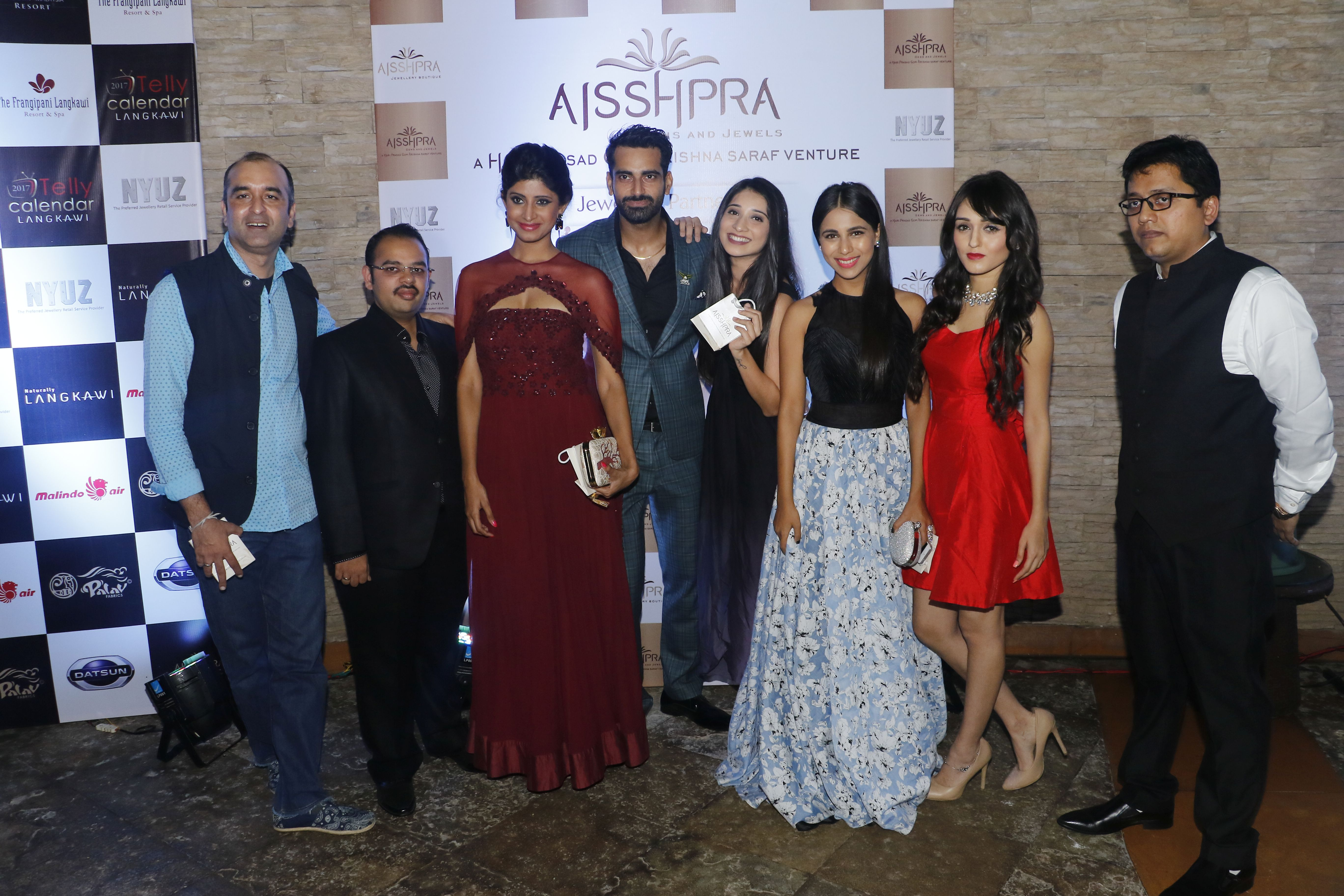 mr-vaibhav-saraf-director-aisshpra-gem-and-jewels-and-sunny-arora-director-marinating-films-with-the-calendar-girls-the-launch-of-telly-calendar-2017-langkawi