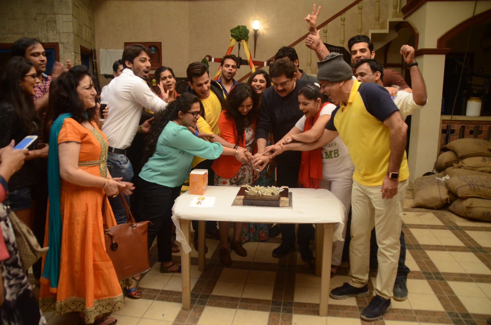 group-cake-cutting
