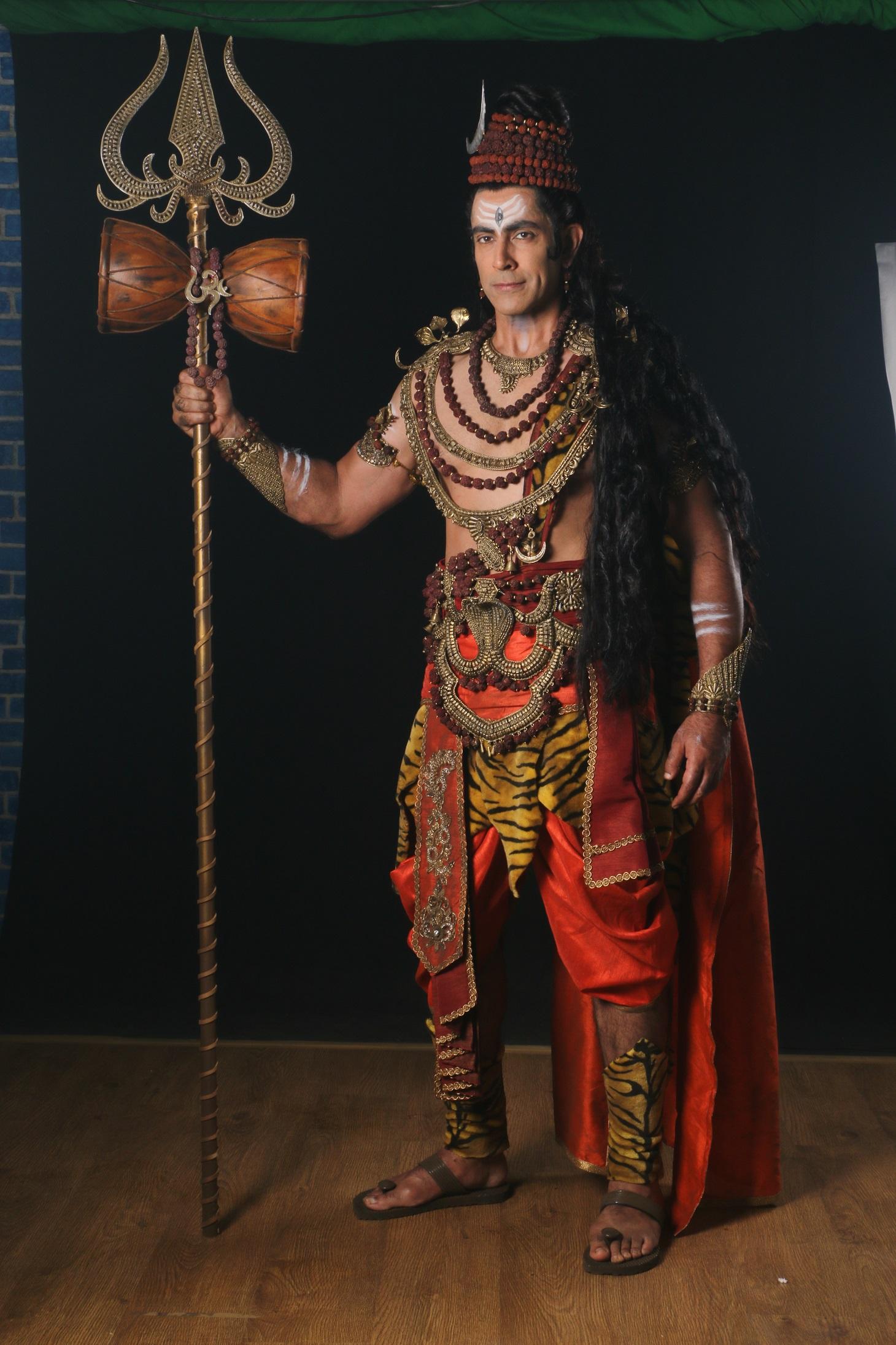 tarun-khanna-as-shiv