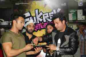In Pics: The Cast Of Fukrey Returns Treat Themselves To The Most Popular Food Of Mumbai