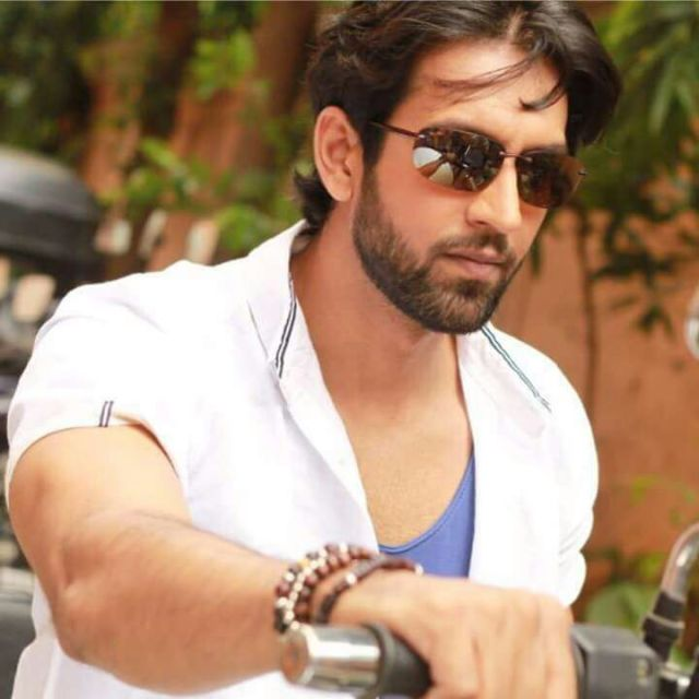 Mohit Madaan becomes Santa for the underprivileged