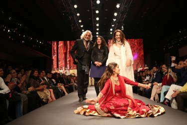 Meera & Muzaffar Ali presented their collection on the finale of Dream Diamonds Delhi Times Fashion Week 2018