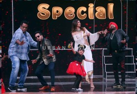 on the sets of Super Dancer2 1