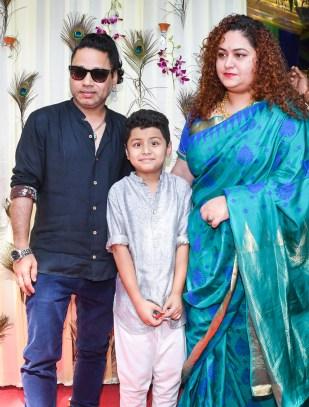 11. Kailash Kher wiht Family DSC_2001