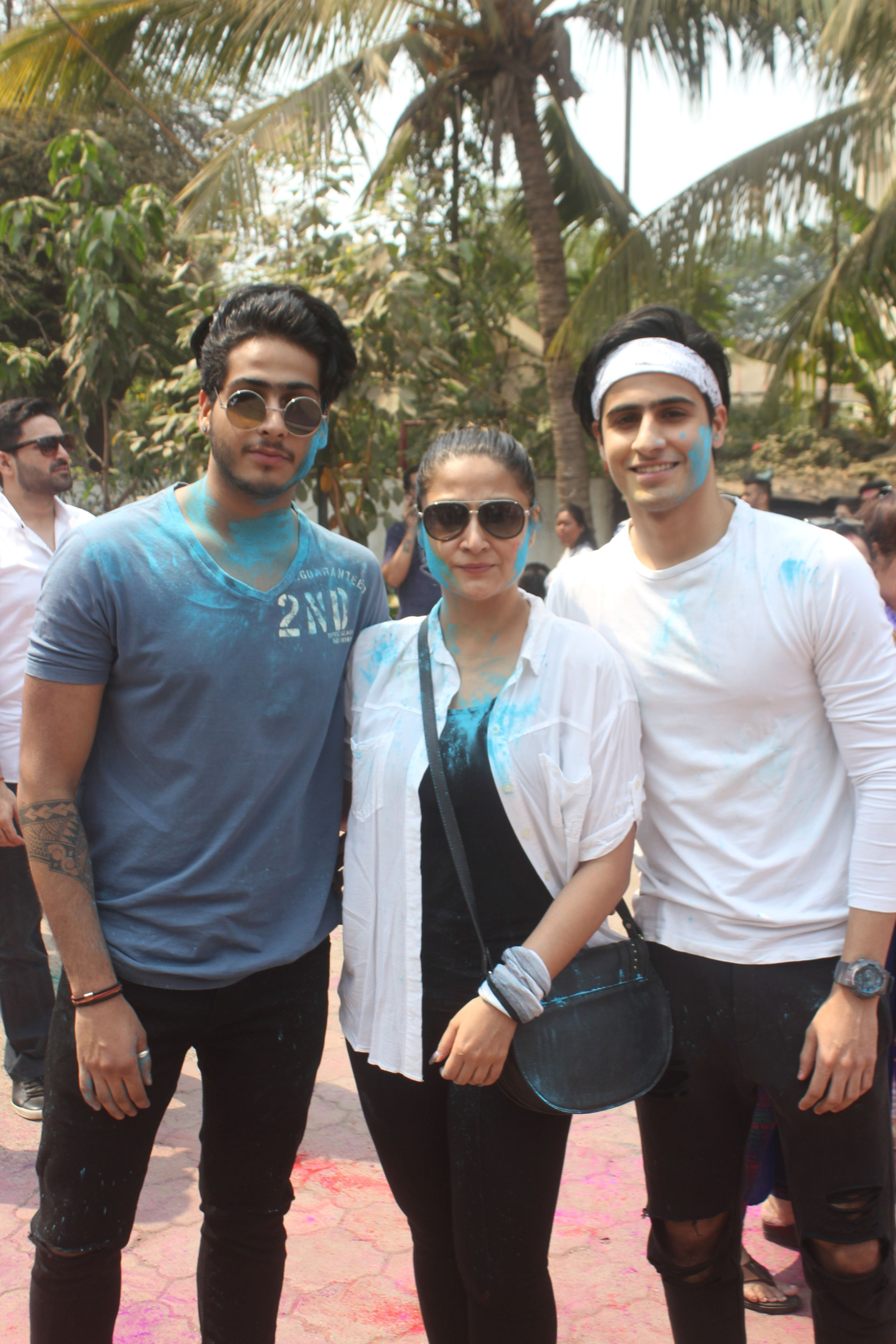 Urvashi Dholakia with her sons @ Holi Invasion