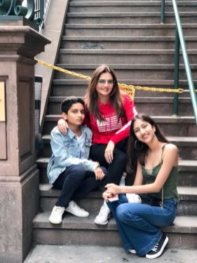 9. Deepshikha Nagpal with her kids giving us summer goals during her vacation