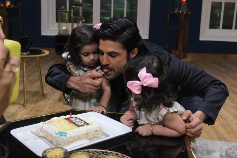 Rajeev Khandelwal with KaranVir Bohras twin daughters