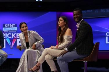 Sonam Kapoor, Kareena Kapoor Khan and Darren Sammy at Kent Cricket Live on Star Sports Network