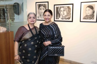"Deepti Naval inaugurates Vimala Nandakumar's Art Exhibition ""The Girl -Sarva-shakti-Mayi""5"