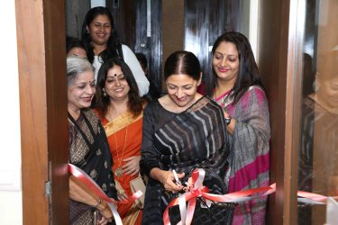 "Deepti Naval inaugurates Vimala Nandakumar's Art Exhibition ""The Girl -Sarva-shakti-Mayi""6"