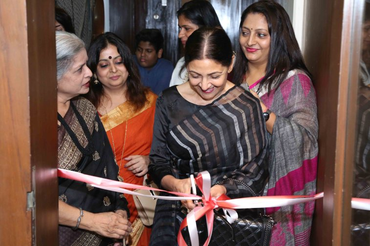 "Deepti Naval inaugurates Vimala Nandakumar's Art Exhibition ""The Girl -Sarva-shakti-Mayi""7"