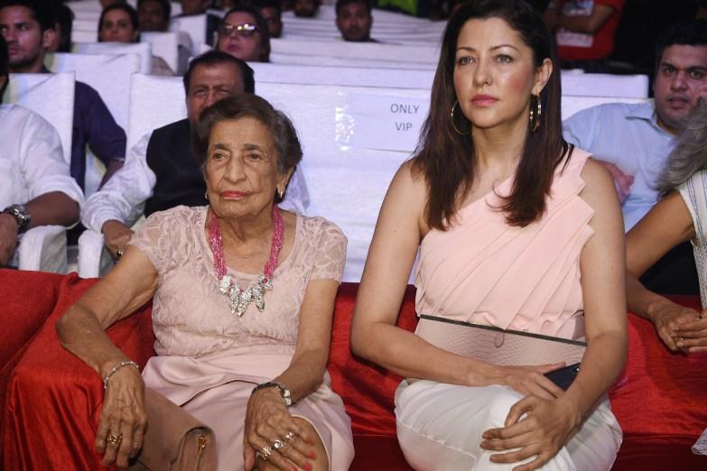 Puran Davar and Aditi Govitriker at Bhamla Foundation's World Environment Day celebrations at Carter Road