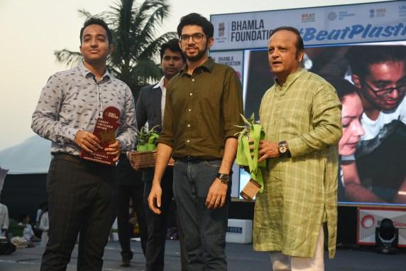 Veer Arora, Aaditya Thackeray and Asif Bhamla at Bhamla Foundation's World Environment Day celebrations at Carter Road