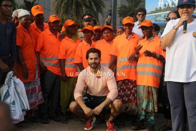 Varun Dhawan cleans Juhu Beach
