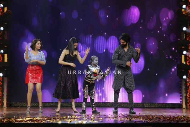 Yami Gautam, Shahid Kapoor and Shraddha Kapoor dancing with Dipali